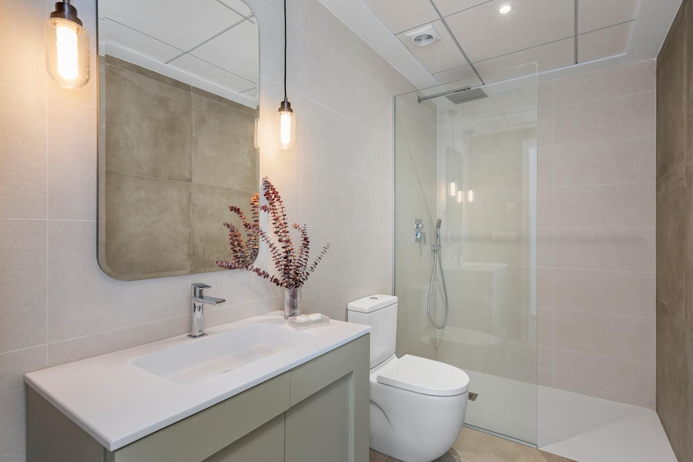 39 - Paris V - First floor Bathroom